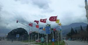 Manisa Büyükşehir Belediyesinden bayrak hassasiyeti