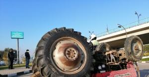 Traktörle kamyonetin çarpışma anı kamerada