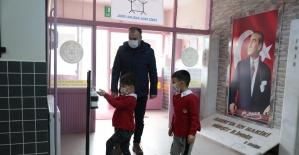 Akhisar Belediyesinden yüz yüze eğitime başlayan okullara destek