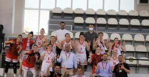 Turgutlu Belediyesinin kadın basketbolcuları grup maçlarını namağlup tamamladı