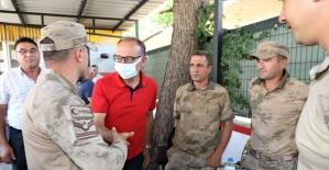 Başkan Akın'dan kaybolan yaşlı kadını arayan ekiplere ziyaret