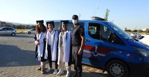 Jandarmadan öğrencilere mezuniyet jesti