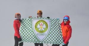 Manisa BBSK'lı dağcılar Türkiye'nin zirvesine tırmandı