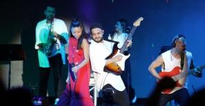 Zeynep Bastık Akhisar'da konser verdi