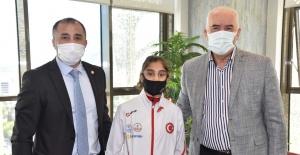 Başkan Güzgülü, Avrupa 2'ncisi judocuyu altınla ödüllendirdi