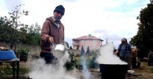 Sarıgöl'de evlerde şifa kaynağı pekmez yapılmaya başlandı