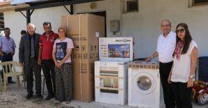 Evi yanan aileye Manisa Büyükşehir'den yardım eli