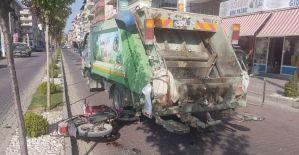 Motosiklet çöp kamyonuna çarptı: 1 yaralı
