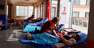 Kanı Erkekler Bağışlıyor, Kadınlar Kullanıyor