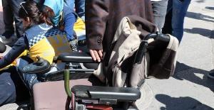Karşıdan Karşıya Geçmeye Çalışan Engelli Adama Otomobil Çarptı