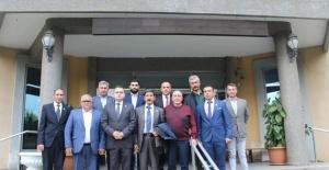 Şehit Ailelerinden Salihli Ziraat Odası Başkanı Cem Yalvaç'a Plaket