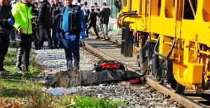 Raylara düşen kadın demir yolu bakım aracının altında can verdi