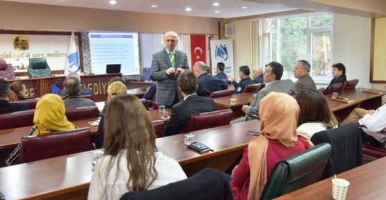 Yunusemre Belediyesinden personeline seminer